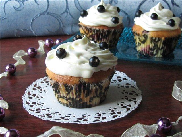 Кексы с черной смородиной – рецепт