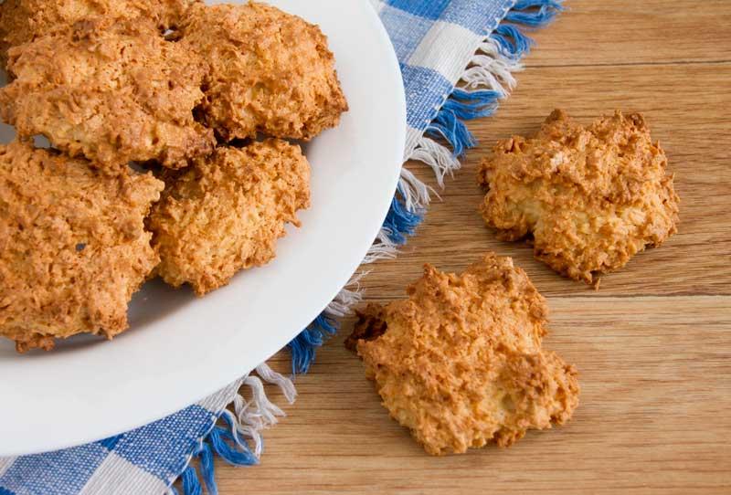 дать остыть - печенье с кокосовой стружкой готово