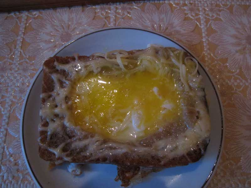 Посыпать бутерброд сыром