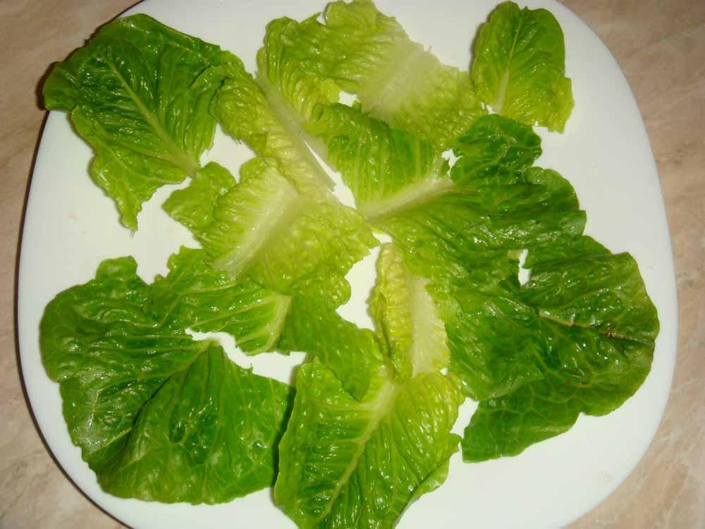 Помыть салатные листья