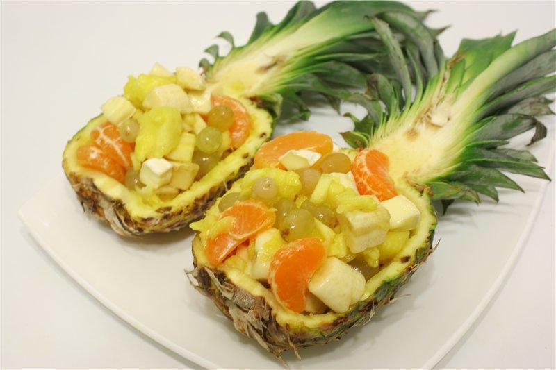 Вычищаем сердцевину и наполняем фруктами