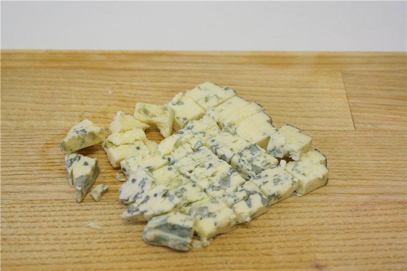 Сыр порезать соломкой