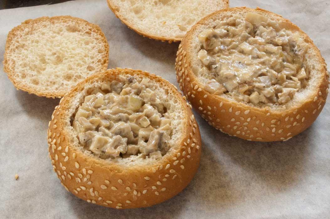 нафаршировать булочки грибами