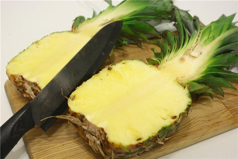 Разрезать ананас