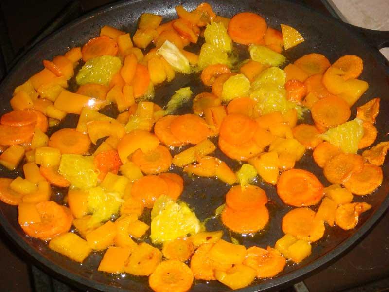 там же обжарить доьки апельсина