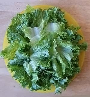 уложите салат в салатницу