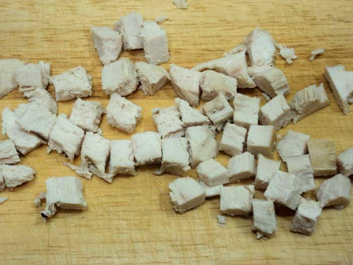 филе нарезать кубиками