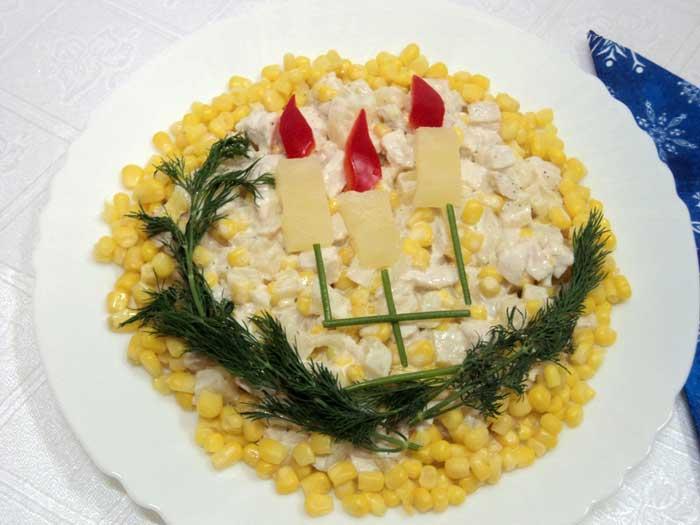 веточки укропа уложить по кругу и подать салат на стол
