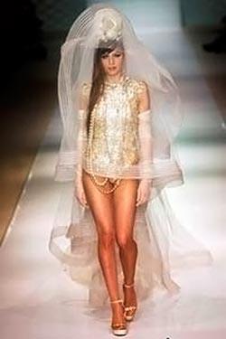 Экстремальное откровенное платье невесты