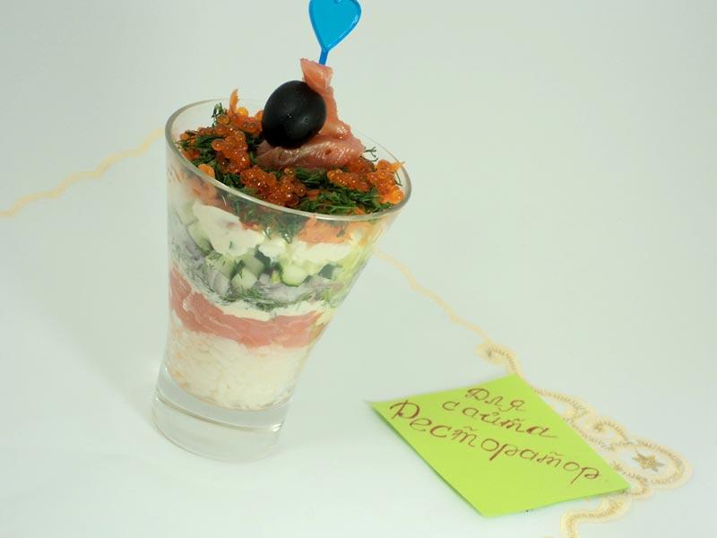 Уложить салат слоями в бокал