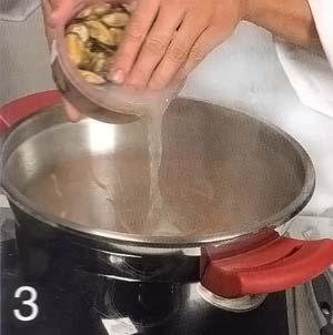 Обжарить морковь с луком и чесноком