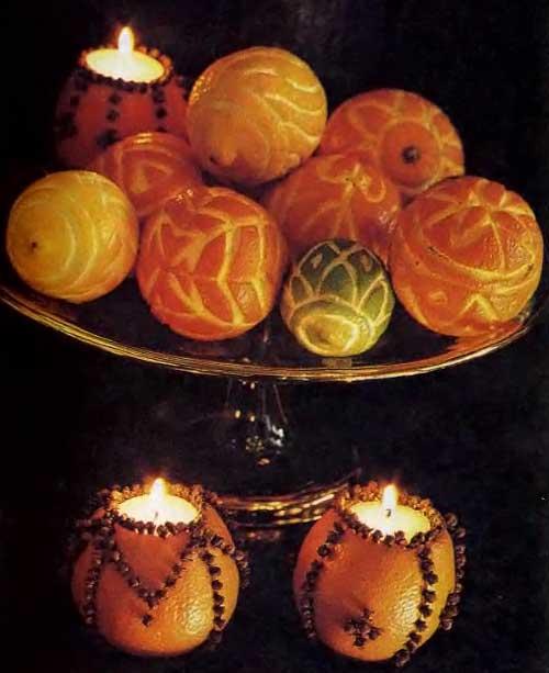 композиция из двух подсвечников из апельсинов