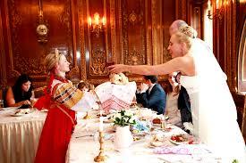 Свадебное застолье: какие обычаи с ним связаны?